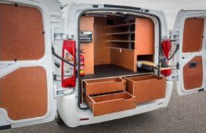 Metalen of houten kasten Citroen Peugeot bedrijfswageninrichting monteren