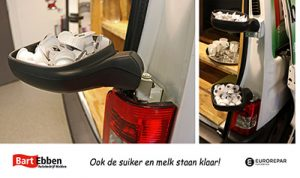 Suiker en melk uit Citroen Berlingo spiegels in de koffiehoek van Autobedrijf Bart Ebben Malden