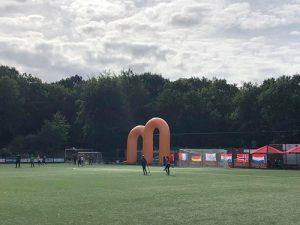 Global Montessori Games sporten buiten op het sportveld in Nijmegen